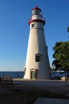 lighthouse-2305042_640